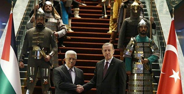 'Kostümlü muhafızlar, Erdoğan'ın güç gösterisinde başrolde'
