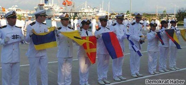 Denizcilerden Bakan'a şifreli '#direngezi' karşılaması