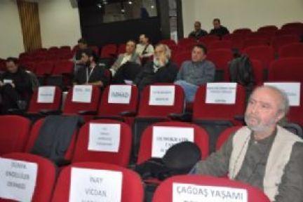 Deprem konferansında salon boş kaldı