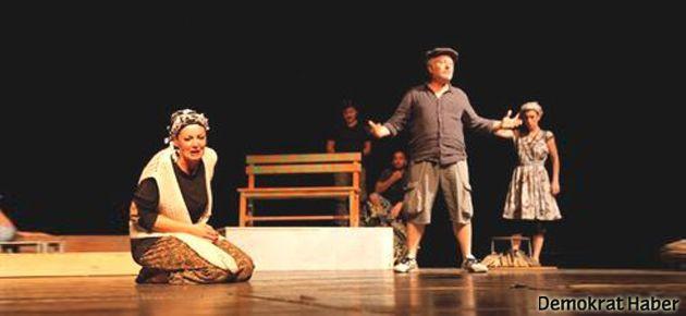Devlet Tiyatroları'nda tayt sansürü