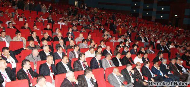 DİSK Genel Kurulu protestolarla başladı