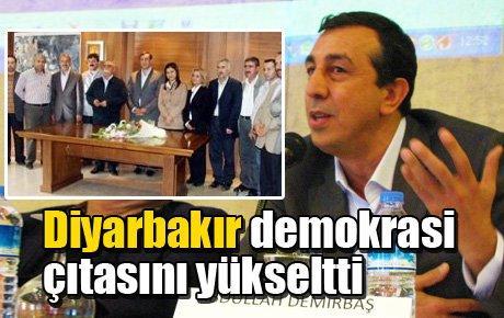 Diyarbakır demokrasi çıtasını yükseltti