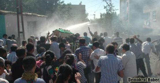Diyarbakır'da cenazeye gaz bombası!