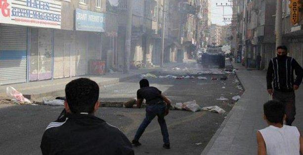 Diyarbakır'da IŞİD protestosuna polis saldırısı