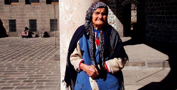 Diyarbakır'ın son Ermenilerinden Beyzar Alata toprağa verildi