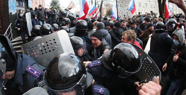 Donetsk'te madenciler Kiev hükümetini protesto etti
