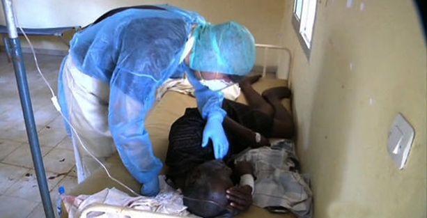 Ebola salgını ülkedeki tüm okuları kapattırdı
