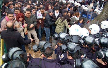 Edirne'de öğrencilerle polis arasında arbede