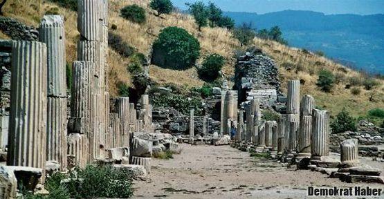 Efes'te heyecanlandıran kazılar