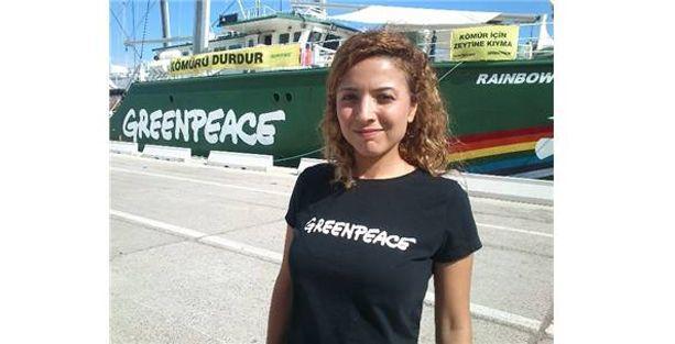 Efsane Greenpeace gemisi İzmir'e yanaştı