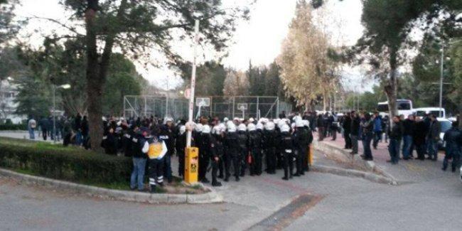 Ege Üniversitesi'nde 3 öğrenci gözaltına alındı