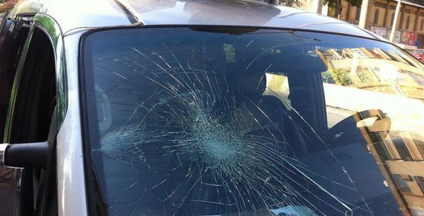 Ekmeleddin İhsanoğlu'nun seçim minibüsüne saldırı