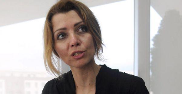Elif Şafak: Millet olarak tokatlanmaya alışkınız