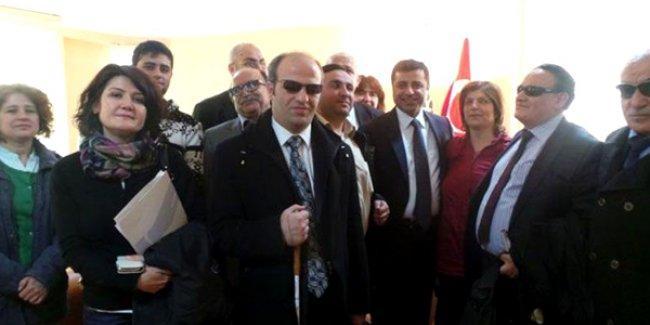 Engelliler Demirtaş'ı ziyaret etti: Kendimizi HDP'ye yakın hissediyoruz