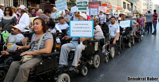Engelliler 'Evde Hapis Yasası'na karşı çıktı