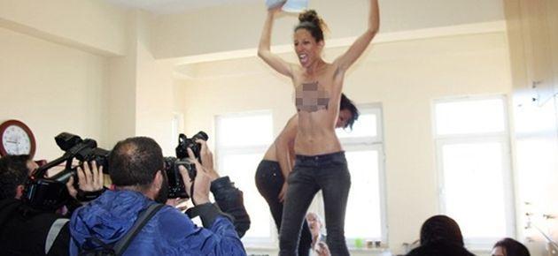 Erdoğan'ın oy verdiği okulda Femen eylemi