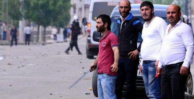 Erzurum'da HDP'lileri taşıyan aracın şoförünü diri diri yakmak istemişler