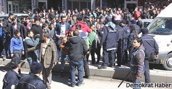 Erzurum'da ülkücüler BDP binasına saldırdı
