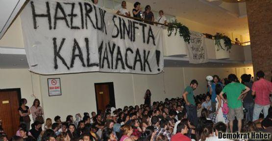 Eskişehir'de öğrenciler rektörlüğü işgal etti
