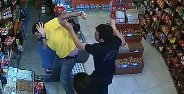 Esnaf polis dayağından kurtulmak için polisi aradı!