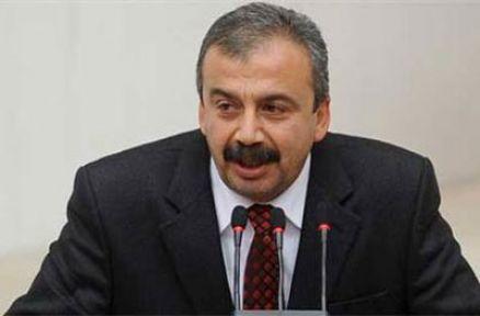 'Etnik kimlik ve cinsel yönelim'e MHP'den evet, AKP'den ret