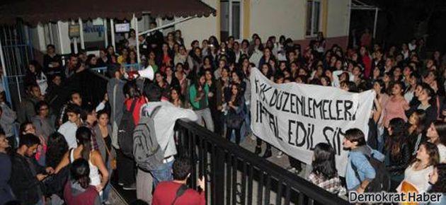 'Kızlar Yurdu'nda protesto: Yeriz içeriz sana ne!