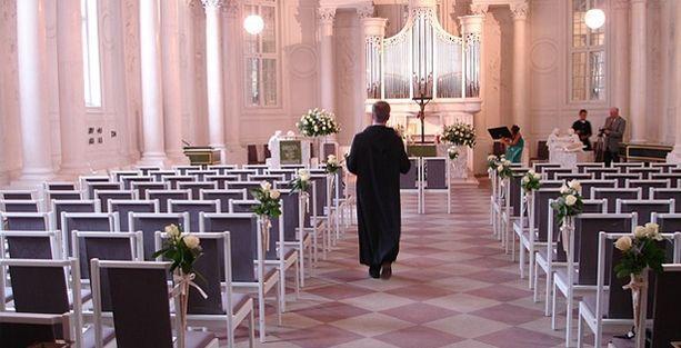 Evli  Katolik papaza iş yok