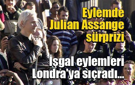 Eylemde Julian Assange sürprizi