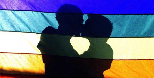 Fas'ta, sokakta öpüşen eşcinsel çifte hapis cezası