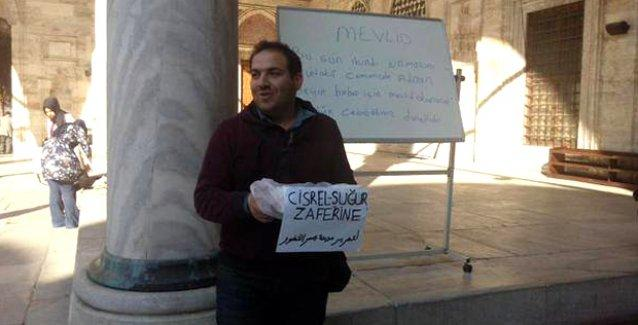 Fatih Camisi'nde Suriye'deki Alevi katliamını lokum dağıtarak 'kutladılar'!