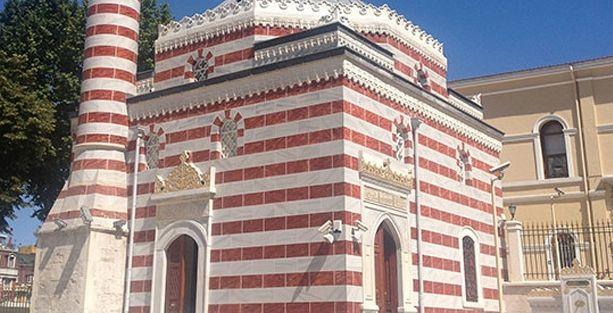 Tarihi camide restorasyon rezaleti