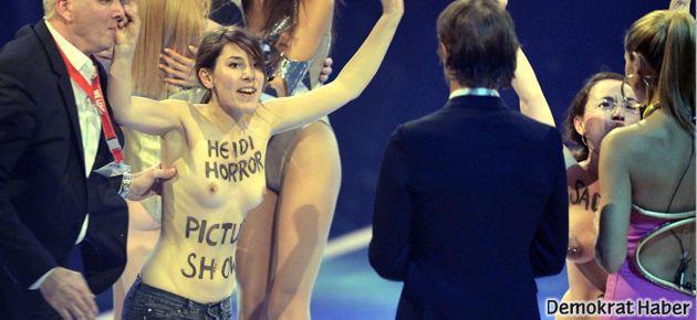 FEMEN, canlı yayında mankenlik şovunu bastı