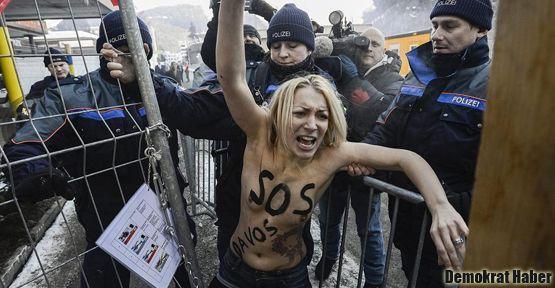 Femen üyeleri Davos'u protesto etti