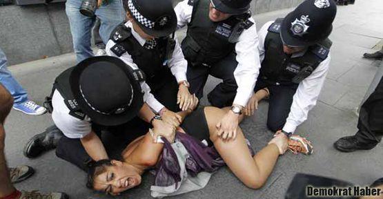 Femen'den 'şeriat' protestosu