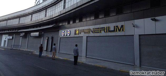 Fenerbahçeli taraftarlardan duran adam eylemi