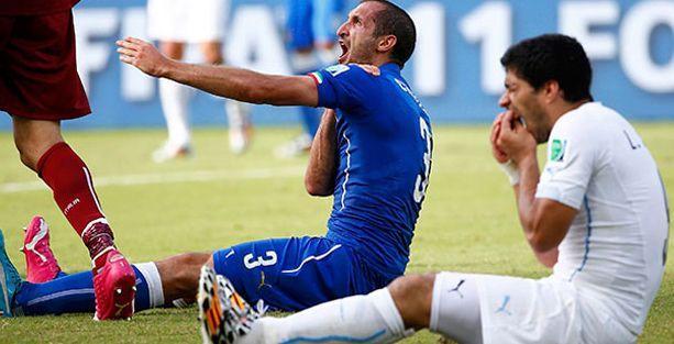 FIFA Suarez'e dişini gösterdi