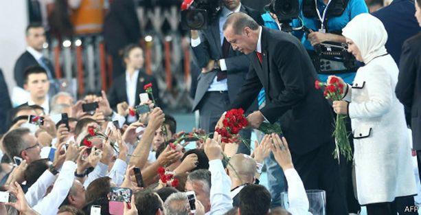 Financial Times: Erdoğan Türkiye'yi laik geçmişinden uzaklaştırıyor