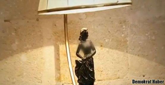 Fox TV kadın heykelciğin göğüslerini sansürledi