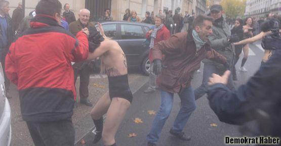 Fransa'da FEMEN eylemcilerine homofobik saldırı