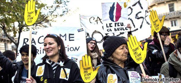 Fransızlar ırkçılığa karşı yürüdü