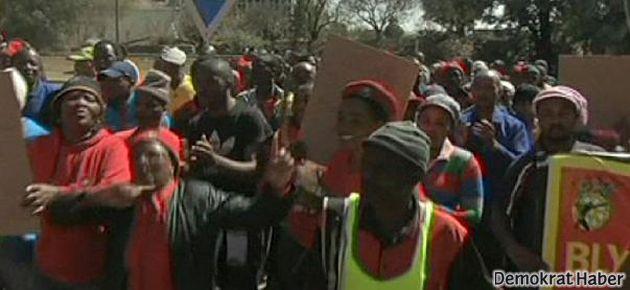 G.Afrika'da madenciler de greve gidiyor