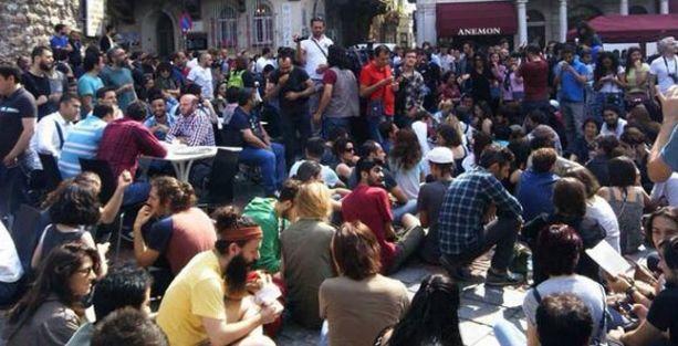 Galata Kulesi'nin önünde protesto