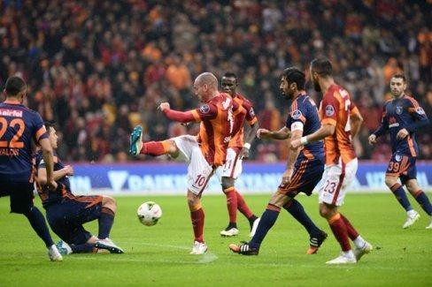 Galatasaray kendi sahasında Başakşehir ile berabere kaldı