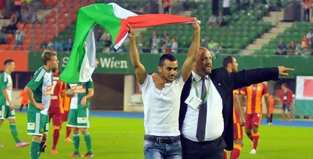 Galatasaray maçında Filistin bayraklı İsrail protestosu