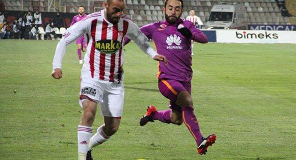 Galatasaray Sivasspor'u yenerek maç fazlasıyla lider oldu