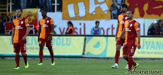 Galatasaray'a bir darbe de Akhisar'dan