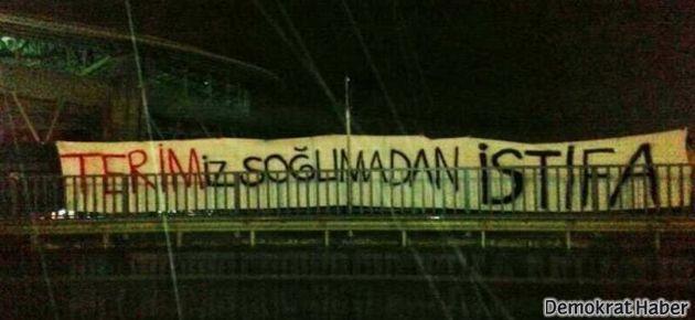 Galatasaraylılar: TERİM'iz soğumadan istifa!