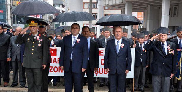 Gaziler Günü'nde komutana, valiye, başkana şemsiye var gaziye yok