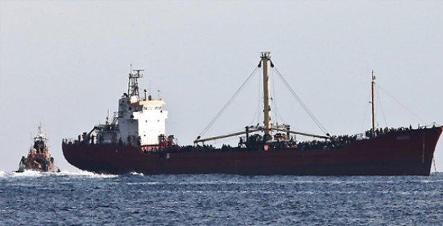 Göçmen taşıdığı belirtilen gemiye uyarı ateşi açıldı
