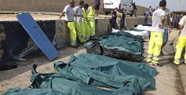 Göçmenlerin cansız bedenleri sahilde kaldı!